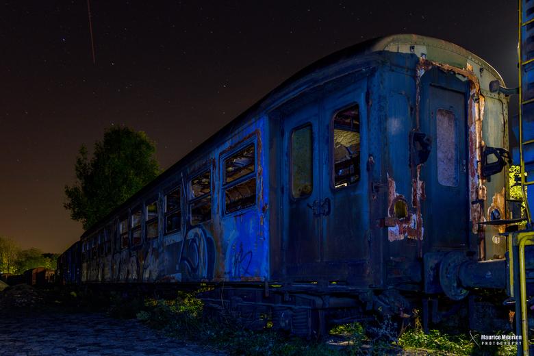 Treinstel in Simpelveld bij nacht