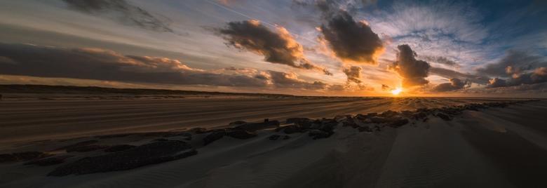 Mooie luchten - Zonsondergang op het strand bij Texel