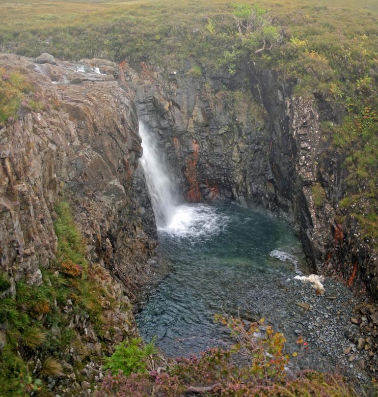 Fairy Falls - Een stitch van 2 foto&#039;s van één van de vele watervallen bij de Fairy Pools in Schotland<br /> <br />