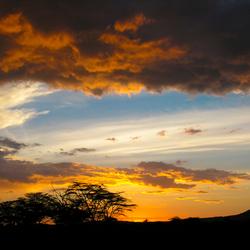 Kleurrijke zonsondergang in Kenia