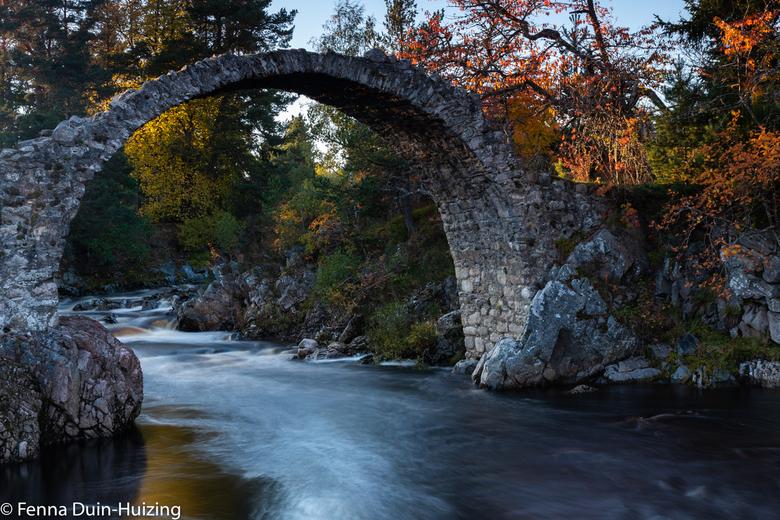 F.DH Vakantie Schotland-8599 - Een bruggetje waar je niet meer overheen kan lopen, maar wel een fraai kader voor de rest van de foto oplevert!