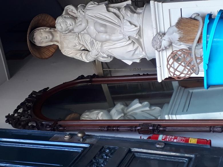20200821_103310 - Op de Herengracht in Amsterdam stond de deur open omdat de eigenaar buiten aan het schoonmaken was.<br /> Hoe huiselijk wil je het