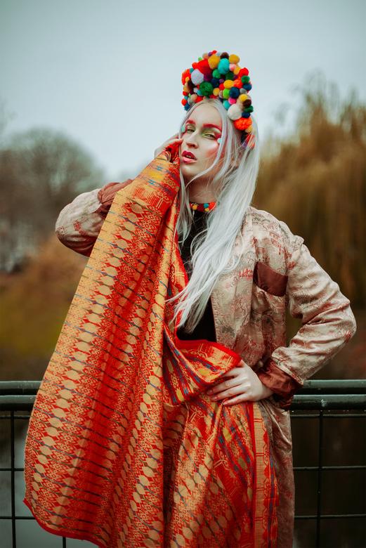 Elena - Model en hoofdtooi: Elena Lovebite<br /> Fotografie: Sanne van Bergenhenegouwen