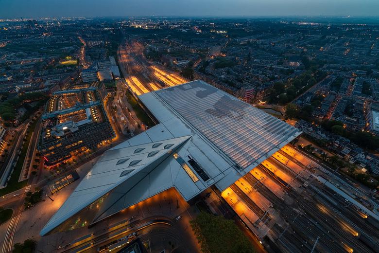 Rotterdam Centraal Station - Centraal station gezien vanuit de hoogte