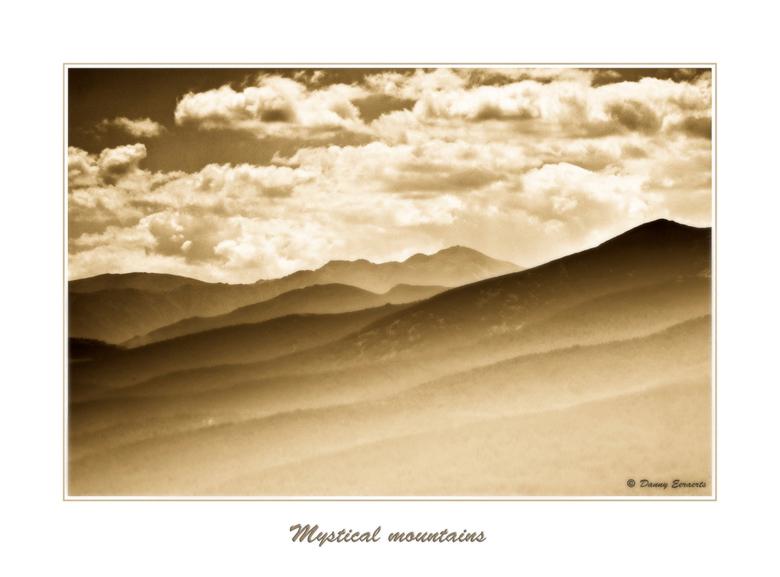 Mystiek - Vooral het grafische karakter van dit landschap boeide me bij het nemen van deze foto.