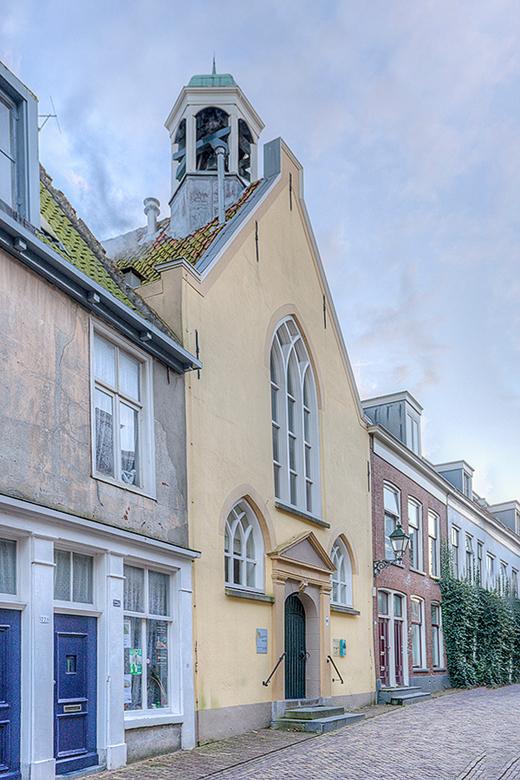 De Waalse kerk in Leeuwarden - In de Waalse kerk te Leeuwarden hielden de Frans sprekende leden van de hofhouding en het garnizoen sinds 1659 hun Herv