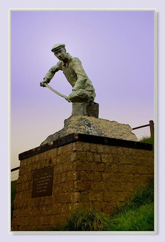 Slikwerker - Dit standbeeld bij de Zwarte Haan is een ode aan de slikwerker die een groot deel van het Bilt aan de zee en/of de zompigheid heeft ontwo