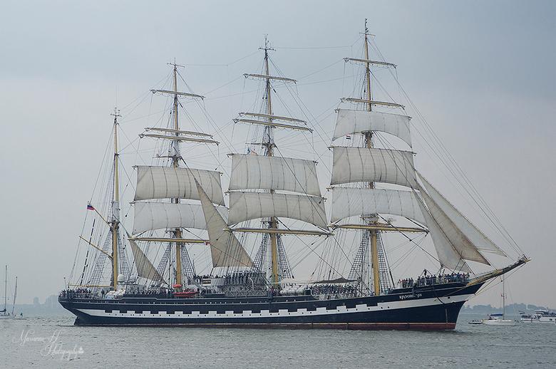 De Kruzenstern - Vandaag de Vlootschouw bij Sail de ruyter in Vlissingen..dit is de Kruzenstern.114 meter lang.