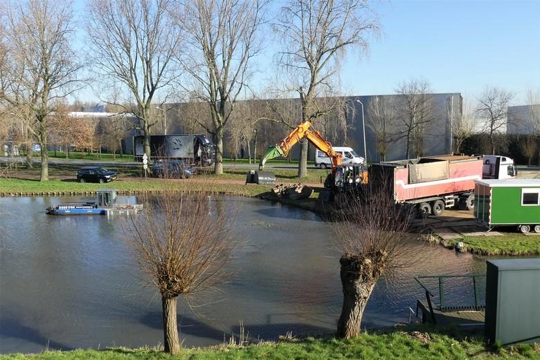 P1100370  baggerwerkzaamheden nr2 Maasdijk  grens Maassluis 7 feb 2020  - Hallo Zoomers , GROOT kijken en even lezen. Na de DETAIL compo met Baggerkun