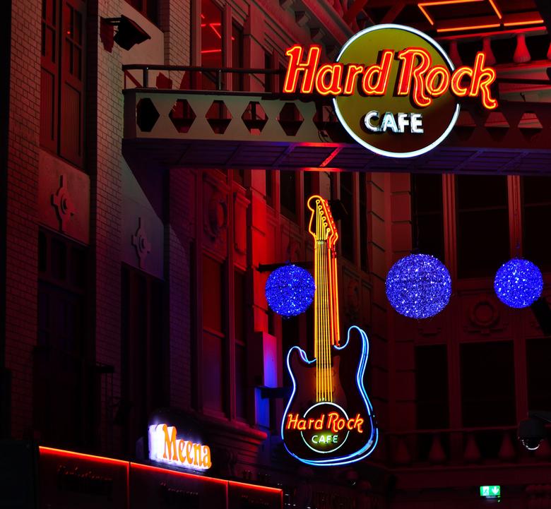 The Hard rock cafe in Manchester(GB) - Foto genomen in de Printworks arcade en uit het handje.De VR op mijn oudere Nikon 55-200mm werkt nog steeds per