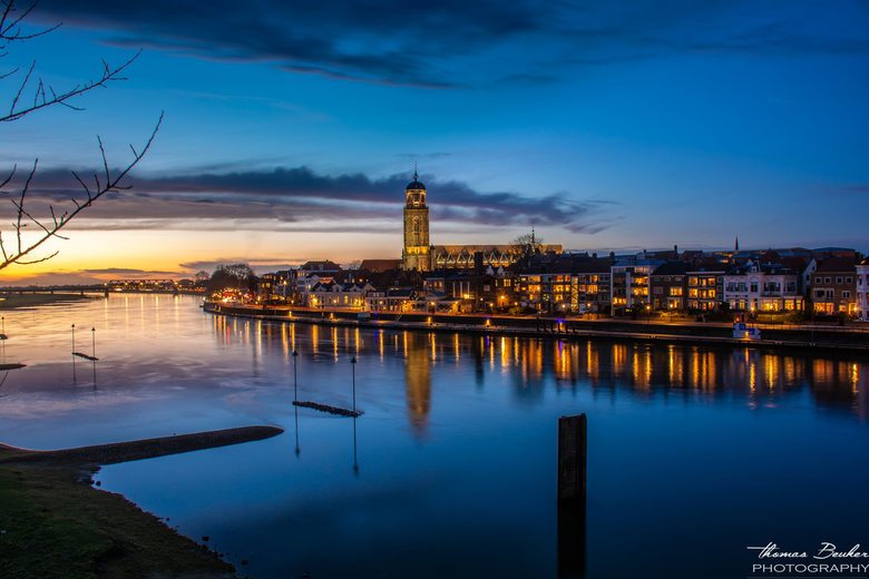 Deventer na zonsondergang -