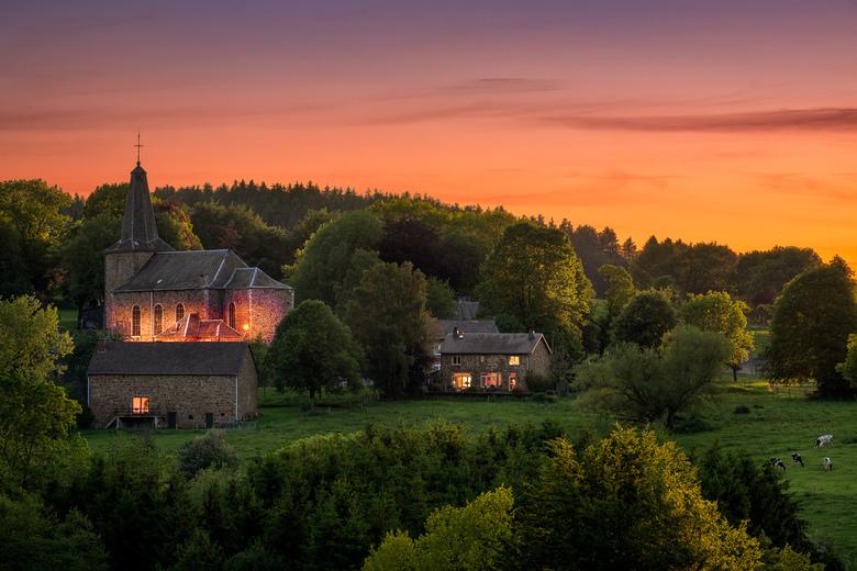 Wanne in avondgloed  - Een prachtige avond met uitzicht op het Belgische dorpje Wanne. Ik was deze avond beloond met tegenlicht van de ondergaande zon
