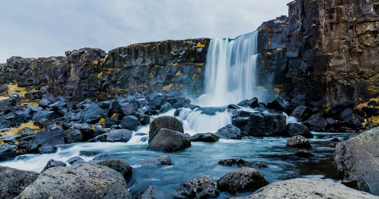 Öxarárfoss - Prachtige waterval Öxarárfoss in de omgeving van Pingvellir. Leuk om naartoe te wandelen over mooie padjes. <br /> <br /> Volg gerust m