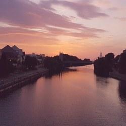 Uitzicht vanaf de Kettenbrücke in Bamberg (Duitsland)