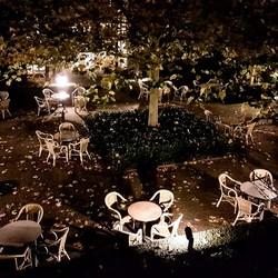 Binnenplaats in de herfst