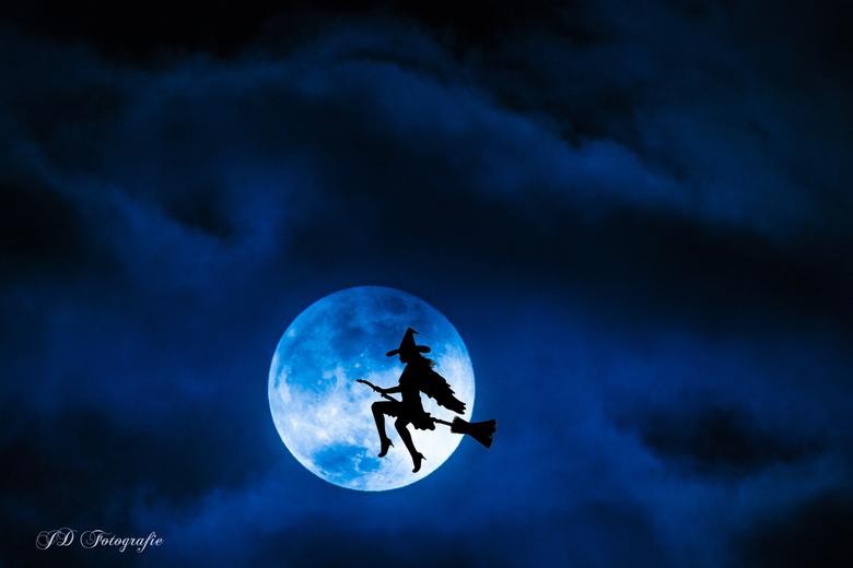 Blauwe maan en heks - Heksen bestaan dus toch!!
