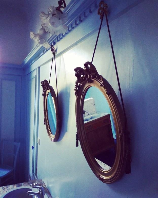 Oude Franse badkamer.  - Tijdens onze vakantie in Frankrijk een overnachting in een oud landhuis.  Met een prachtige badkamer.