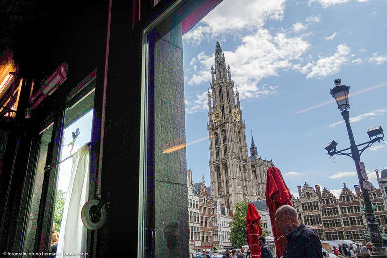 Bekende plekjes in Antwerpen - Opname van de Kathedraal van Antwerpen vanuit café den Engel zowat het bekendste en oudste café van Antwerpen.<br /> G