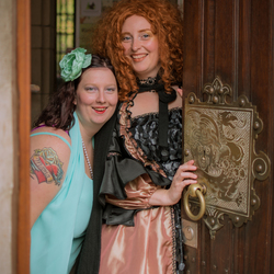 Kimberly en Tamara in the Shire
