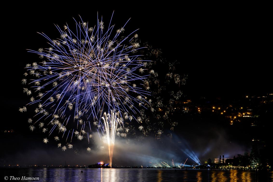 Pyroconcert aan het meer van Annecy