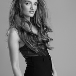 Tess fashionable in Black & White - 4