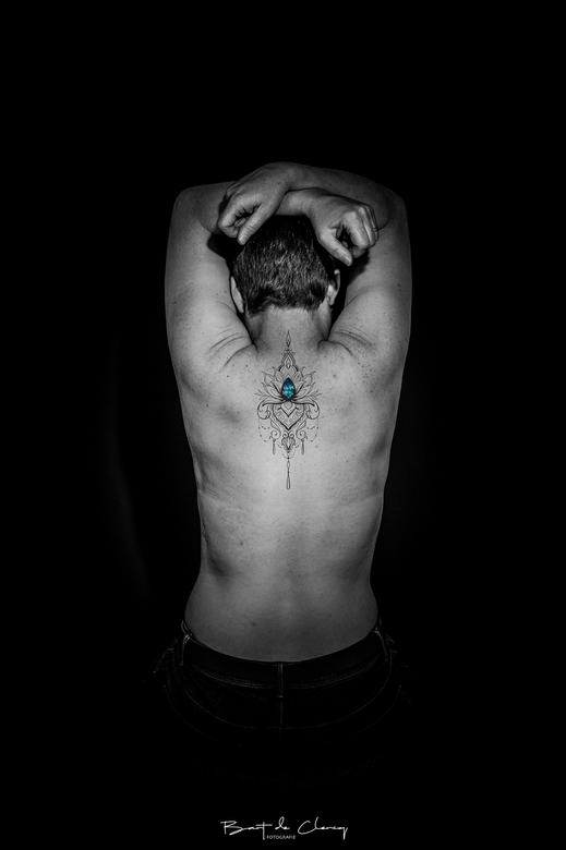 Tattoo - Model met tattoo erop geplaatst met photoshop.