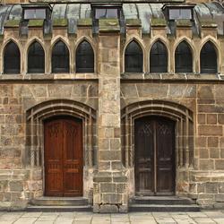 De St. Bartholomeus-Kathedraal. Zijdeuren
