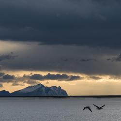 De zon komt op boven de zuidkust van IJsland
