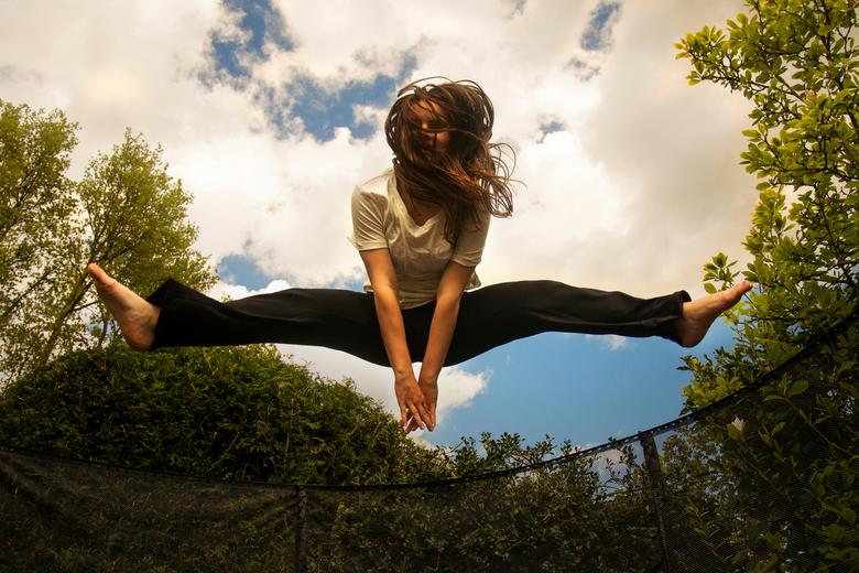 Spring 's in the air! - Trampoline springen op de eerste mooie lentedag!
