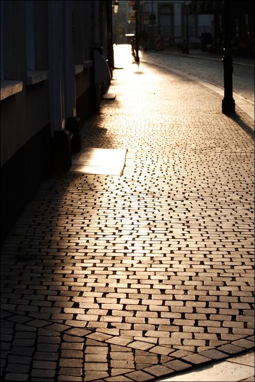 straatfoto - genomen bij een prachtig avondzonneke