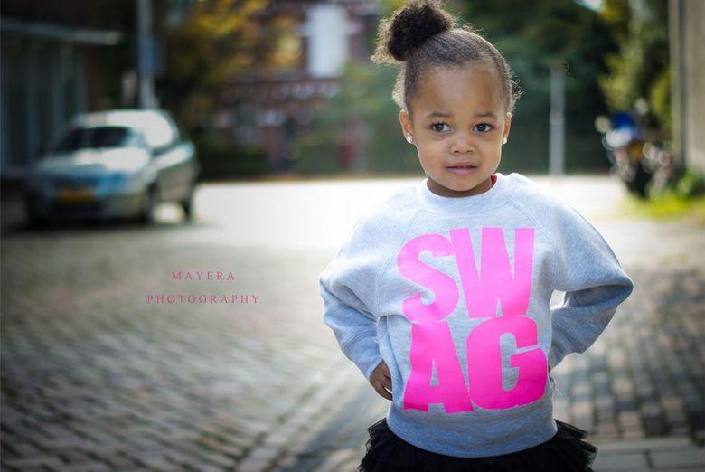 SWAG - Ook deze kleine meid mocht mee doen aan de grote fotoshoot in Nijmegen! Ze deed het super. <br /> <br /> sony 50mm 1.8 1/400 sec 100 iso