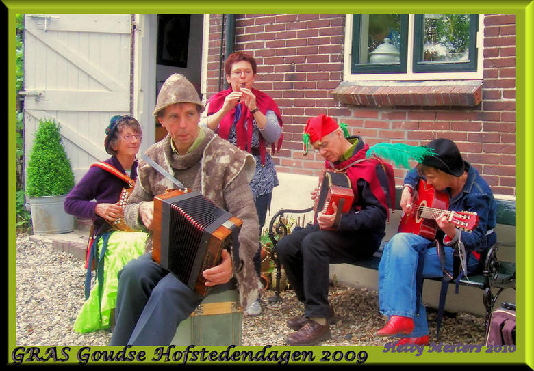 """GRAS op de boerderij - Goudse Hofstedendagen 2009, muziekgroep GRAS, een folkband uit het Groene Hart waar ik graag mee speel <img  src=""""/images/smile"""