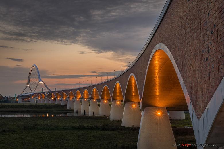 Als de zon ondergaat in Nijmegen....
