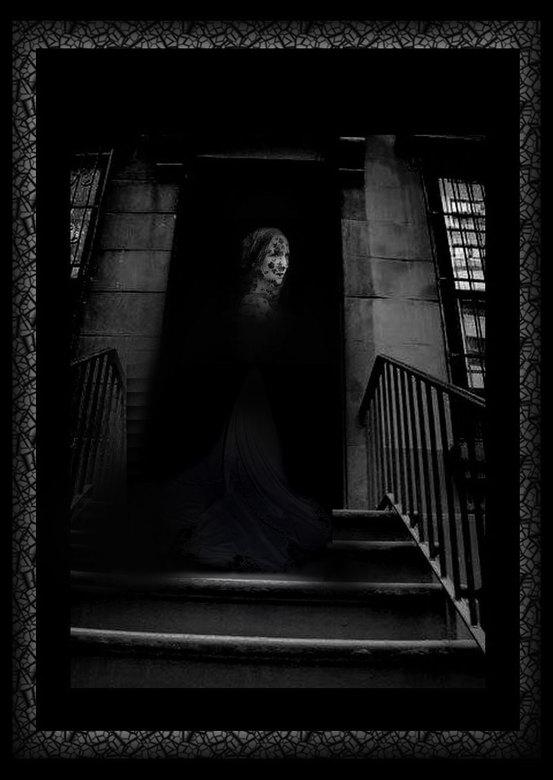 Dark is after me © - © Nou Arnold voor jou heb ik mezelf kleiner geupload.. en voor Queenie heb ik een jurk geshopt over de trap..<br /> En NU ga ik
