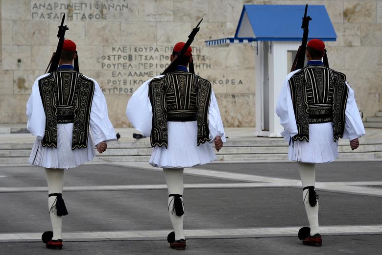 Athene 2016 - Door de crisis hebben de Grieken straks helemaal geen poot meer om op te staan!