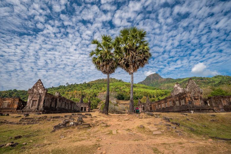 Schapenwolken boven de Wat Phou tempel in Champasak, Laos - Schapenwolken boven de Wat Phou tempel in Champasak, Laos.