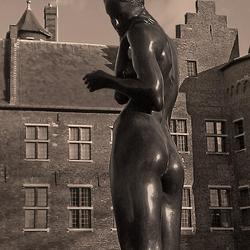 beeld bij kasteel Helmond