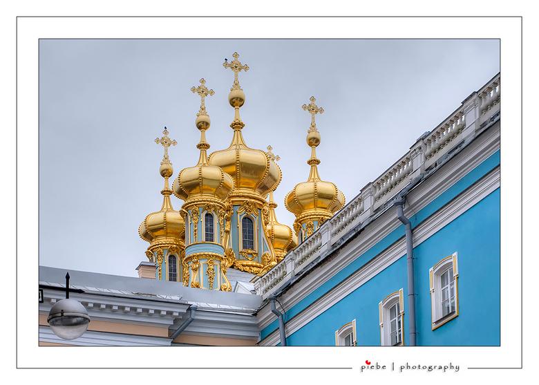 Catharine Palace - Ongeveer 25 km buiten Sint Petersburg ligt het prachtige Catharina Palace. Het kasteel is op zichzelf al heel mooi maar ook de tuin
