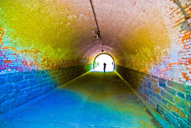 Tunnel, central park NY - Tunnel midden in Central Park NY. Toen wij naar binnen liepen liep aan de andere kant niet iemand naar buiten. Door het tege