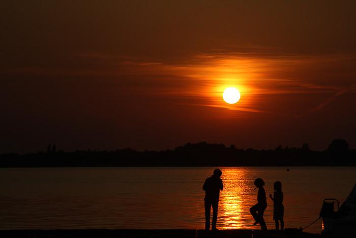 """Sunset Eastermar - Zo lief, deze kindjes aan &#039;t tandenpoetsen. &#039;n Keer wat anders dan aan de wastafel. <img  src=""""/images/smileys/smile.png"""""""