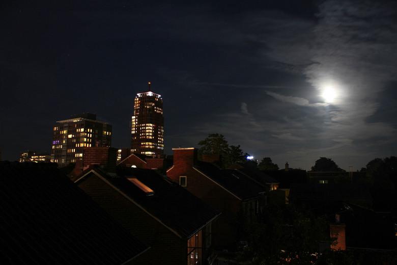 Alphatoren bij maanlicht