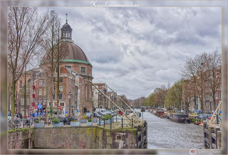 Haarlemmersluis - De Haarlemmersluis is een 17e-eeuwse sluis in het centrum van Amsterdam. <br /> De sluis ligt bij het oostelijk uiteinde van de Bro