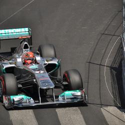 Schumacher langs het zwembad in Monaco