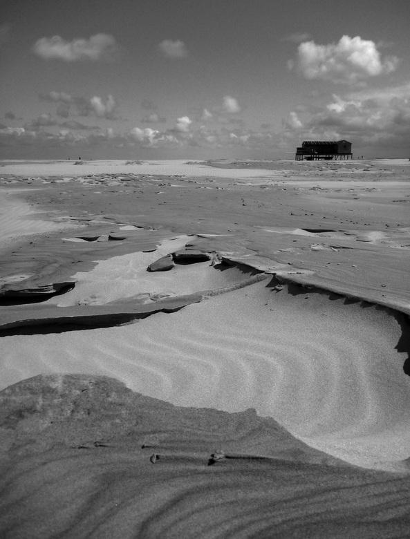 Schiermonnikoog - Verlaten strand aan de noordzijde van Schiermonnikoog.