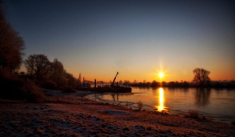 A new Day - opname in de vroege ochtend,lang de maas