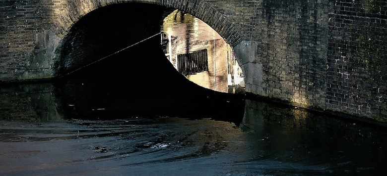 onder de brug  - kijkje onder een brug in Delft <br /> een foto uit 2017 <br /> Gtjs.AJ62