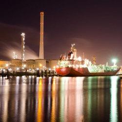 Schip bij tweede petroleumhaven