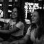 Zusjes in de gamehal