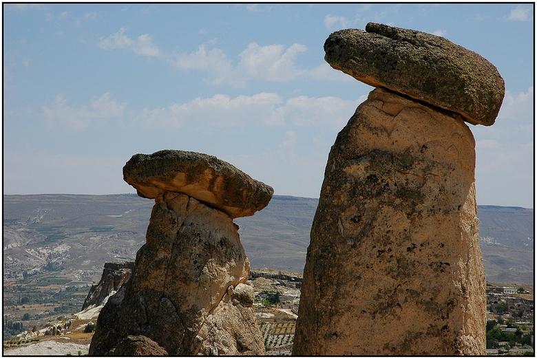 Strange rocks - Ongeveer 300 km ten zuidoosten van Ankara ligt aan de voet van de vulkanen Erciyes Dag (3916 m) en Hasan Dag (3258 m) één van de groot