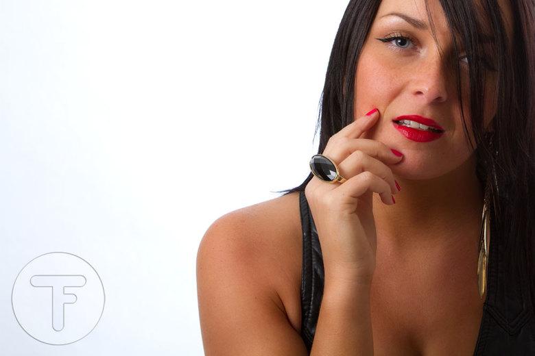 Sharen - <br /> Model: Sharen<br /> <br /> Groetjes,<br /> Robbert &amp; Christianne<br /> TwinFlame Photography<br /> www.twinflame.nl